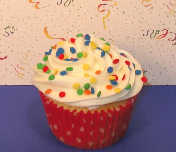 eetbare confetti sprinkels in primaire kleuren