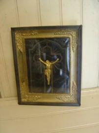 Crucifix kruis beeld Jezus in lijst VERKOCHT