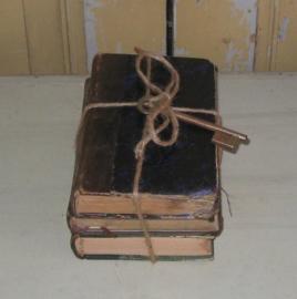 Drie antieke boeken stapeltje Frankrijk VERKOCHT