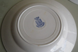 Bord creme met blauw motief St. Amand France