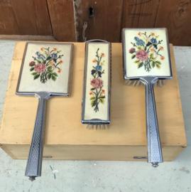 Kaptafel set borstels en spiegel bloem motief