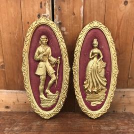 Afbeelding dame en heer in gips goud kleur met rood