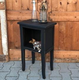 Nachtkastje hout zwart brocante 69 cm hoog