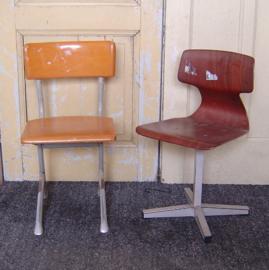 Kinderstoel retro industrieel vintage origineel