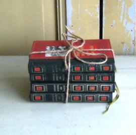 Vier boeken stapeltje uit Frankrijk