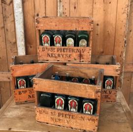 Krat hout kist met flessen jenever België