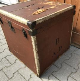 Hutkoffer deken scheeps kist reiskoffer bruin