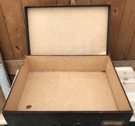 Koffer kist winkeldoos 52 x 40 x 14 origineel oud