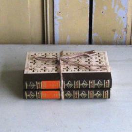 Twee boeken stapeltje uit Frankrijk