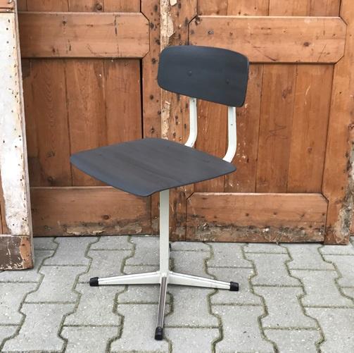 Kinderstoel schoolstoel retro vintage metaal