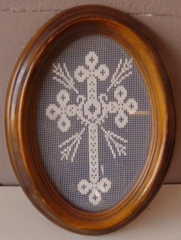 Crucifix kruis beeld kant stof in lijst