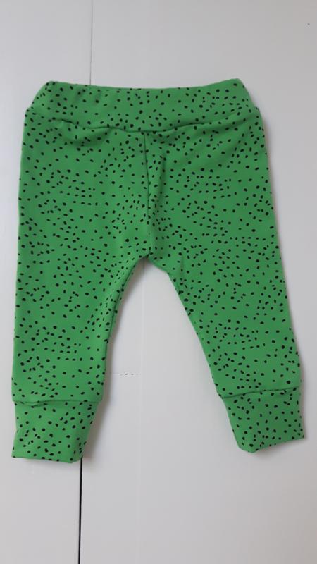 Broekje groen met stip