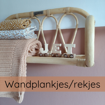 SLAPEN wandplankjes en kledingrekjes