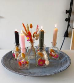 2 kandelaars glas met droogbloemen + 2 kaarsen in kleur naar keuze + Enjoy