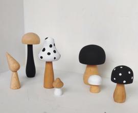 Set van 6 paddenstoelen zwart wit hout