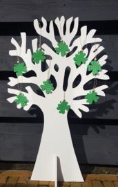 Wenskaartje wit met groen klavertje vier