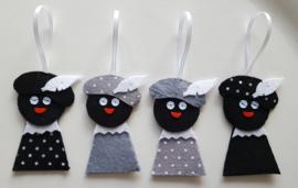 Zwarte Pietjes zwart  2 stuks