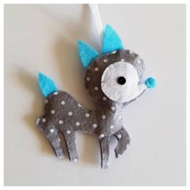 Hertje grijs wit gestipt met lichtblauw