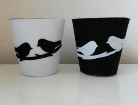 Vaasje/waxineglaasje zwart met witte vogeltjes