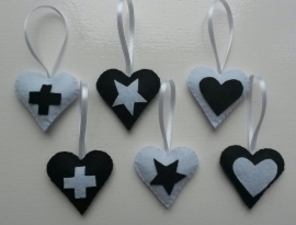 Setje van 6 hartjes zwart/ wit vilt