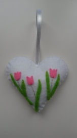 Hartje wit met tulpen