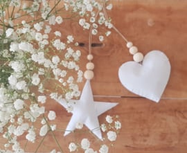 Hanger ster wit met houten kralen