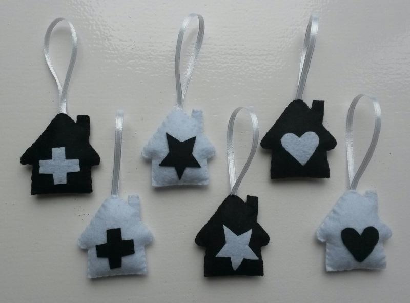 Setje van 6 huisjes zwart/ wit vilt