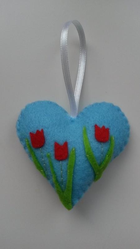 Hartje l.blauw met tulpen