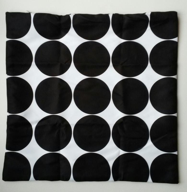 Kussenhoes gestipt zwart/wit 2