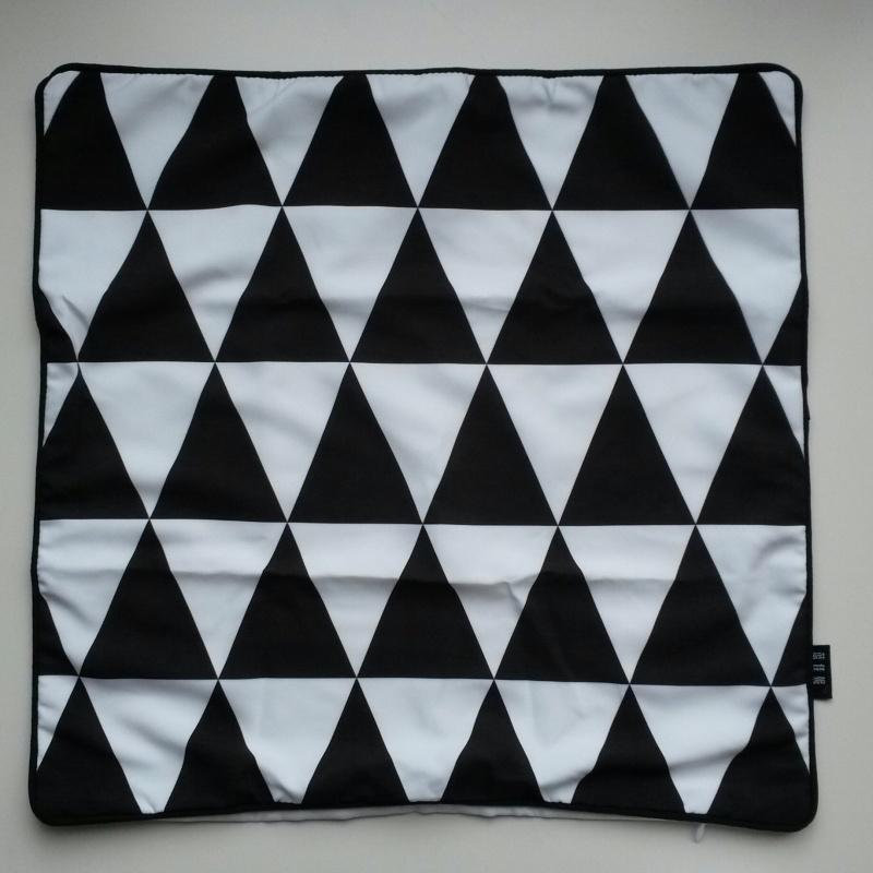 Kussenhoes driehoekjes zwart wit
