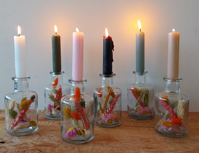 2 kandelaars glas met droogbloemen + 2 kaarsen in kleur naar keuze