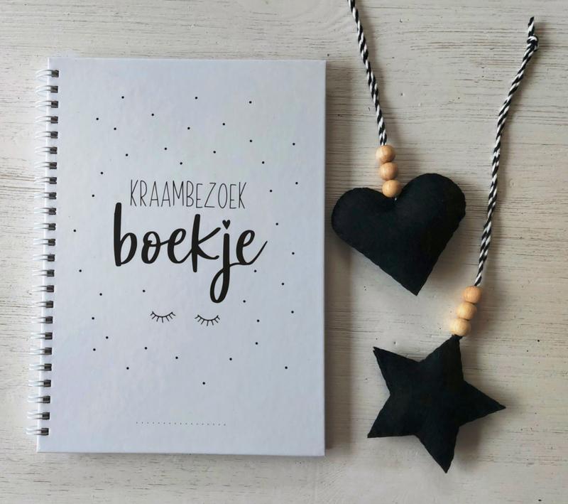 Kraambezoek boekje + gratis hanger hart of ster