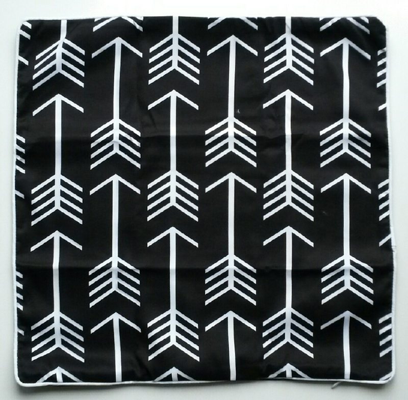 Kussenhoes zwart met witte pijlen