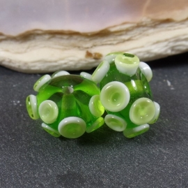 IKGR0027: Pair OctopusBeads Green, appx 8x16mm