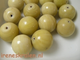 GB 111  Rond beige opaque, 16mm, lampwork