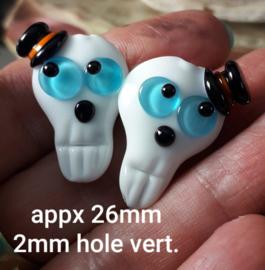 IKOC0216: DuoSet Schedels Aqua Ogen met Hoed, ca 26mm