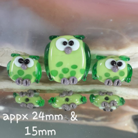 IKGR0030: Set van 3 Uilen Groen, ca 24mm en 15mm DubbelZijdig