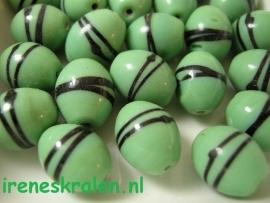 GG 112  Ovaal groen met zwarte strepen, 15x12mm