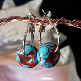 TU0019: Goldcolor earrings with homemade glassbeads lampwork