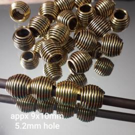 Gd 022: Spiraal GoudKleur, ca 9x10mm