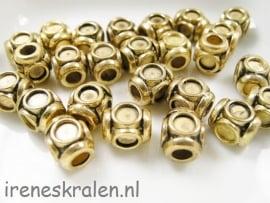 Gd 056: Kraal Blokje, metaal goudkleur, 8mm, 3mm gat