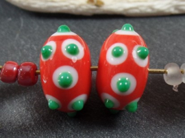 IKRD0704: Pair Red, White & Green, appx 9x14mm