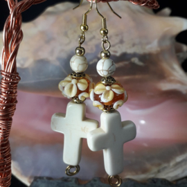 WI 0011: Earrings with homemade glassbeads floral & crosses