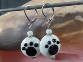 WI 0288: Earrings Lentils with PawPrint