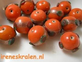 GO 18 Oranje kraal rond met aventurine band, 13mm, lampwork