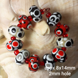 IKZW0046: BeadSet of 11x Black & Red, appx 8x14mm (2mm hole)