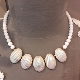 WI 010: Necklace with Shells