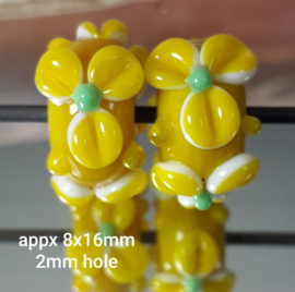 IKGE018: Pair Flowers Yellow & Green, appx 8x16mm