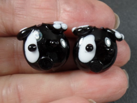 IKZW0038: Pair DogFaces DoubleSided, appx 19mm