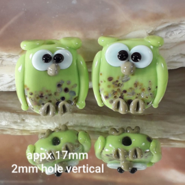 IKGR0191: Pair Owls DoubleSided PeaGreen, appx 17mm